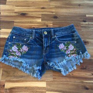 AEO Stretch Floral Embroidered Cutoff Shorts 0